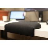 стол компьютерный подставка Gravitonus HandsOn для запястий (текстиль), чёрная