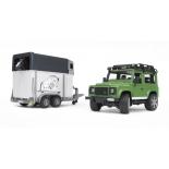 товар для детей Bruder Внедорожник Land Rover Defender с прицепом-коневозкой