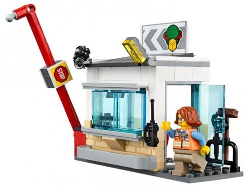 Конструктор LEGO City 60169 Грузовой терминал, вид 10