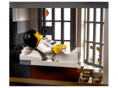 Конструктор LEGO CITY  60174 Полицейский участок в горах (663 детали), вид 7